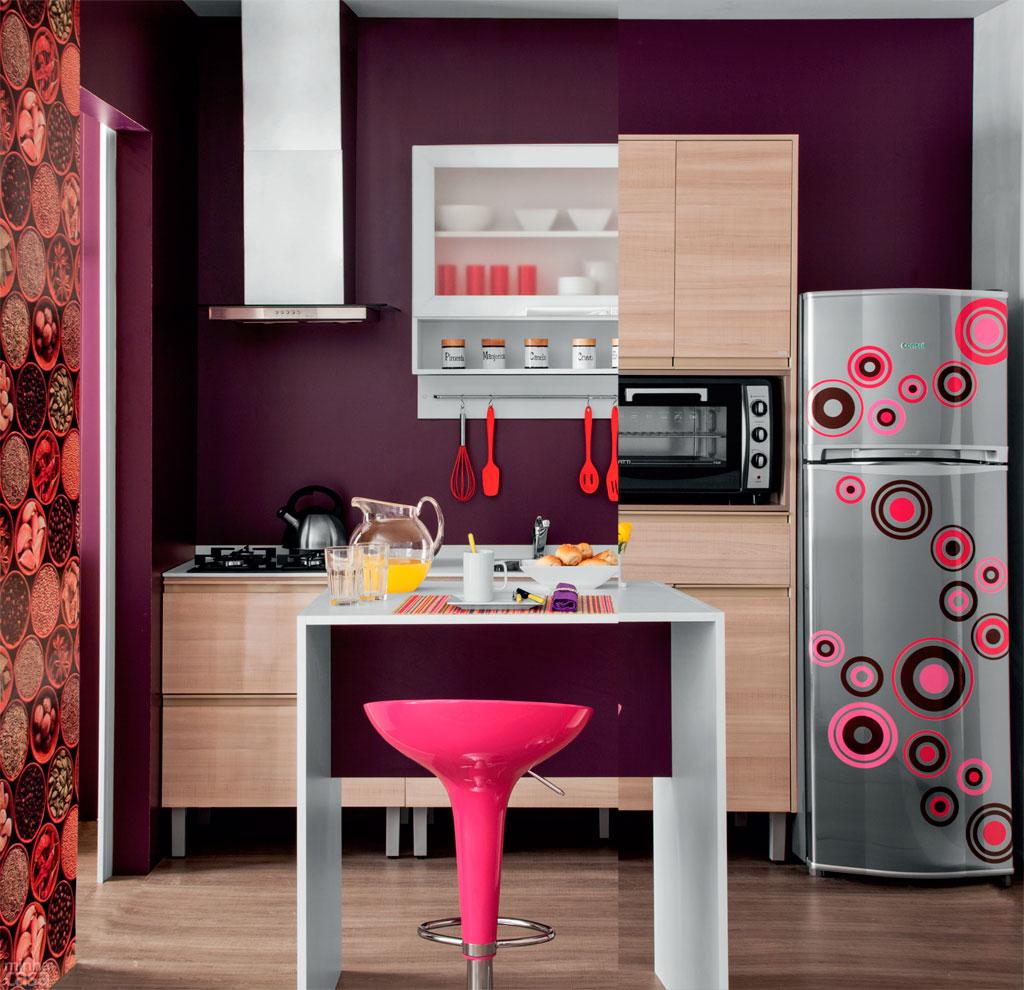 cozinha com geladeira descolada