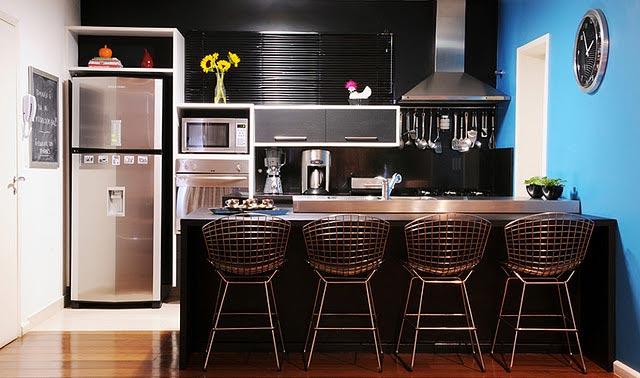 Cozinha com paredes escuras  Cozinha com paredes escuras